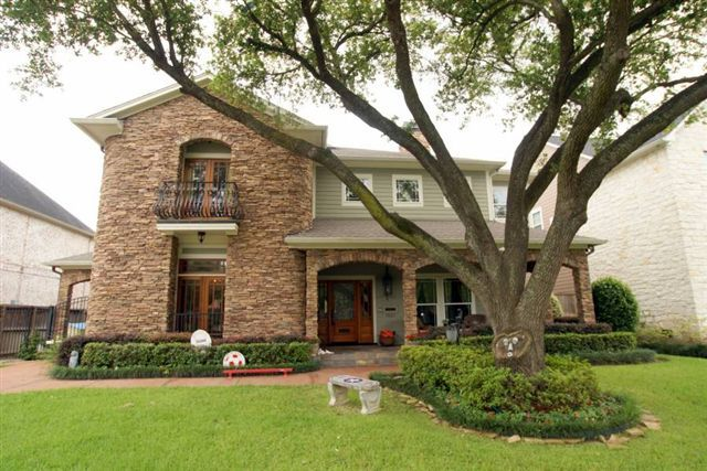 There are many new and recent contruction homes in Bellaire. This is a 2004, 6000 sq. ft., 5 bed/ 5 bath home priced at $1,299,000.